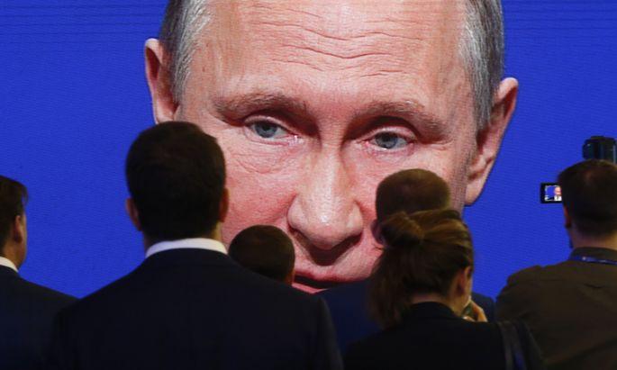 Amerika will die engen Beziehungen von Präsident Donald Trump zu Russlands Wladimir Putin per Gesetz unterbinden.