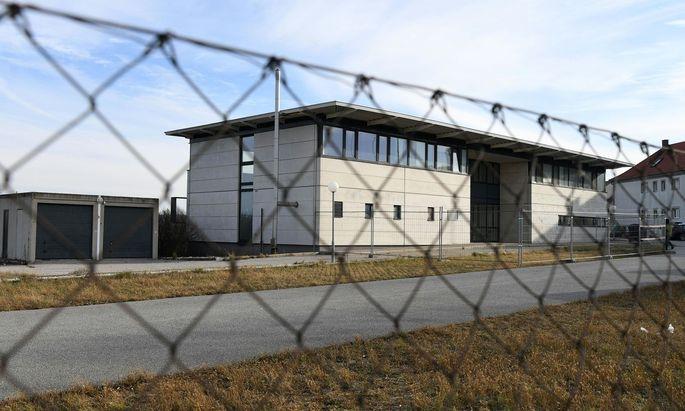 Das ehemalige Asyl-Quartier für auffällige und unbegleitete Minderjährige in Drasenhofen (Bezirk Mistelbach)