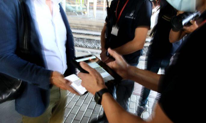 """Die Regierung plant eine """"Aktion scharf gegen gefälschte 3G-Nachweise""""."""