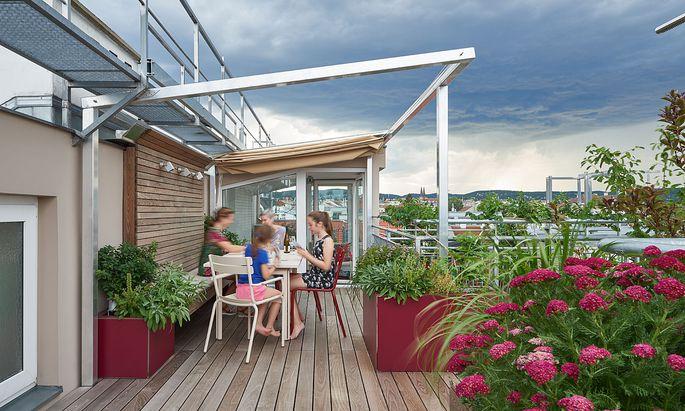Wunschtraum Dachterrasse: Robuste Pflanzen und Materialien machen die Frischluftoase pflegeleicht.