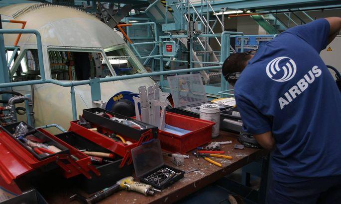 Mitarbeiter von Airbus bei der Produktion