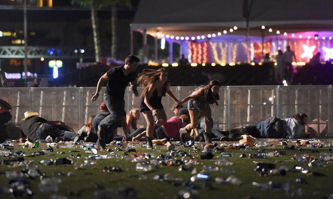 Chaos am Festivalgelände in Las Vegas: Konzertbesucher versuchen sich in Sicherheit zu bringen.