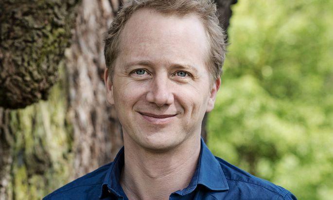 Dennis Gastmann (43) ist ein deutscher Schriftsteller, der sich für seine Bücher gern auf unkonventionelle Abenteuerreisen begibt.