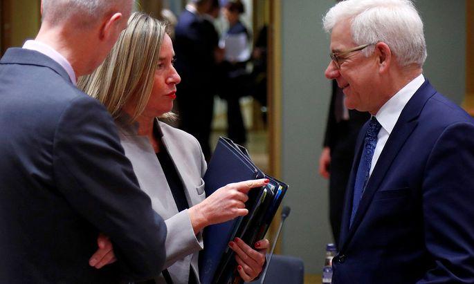 Archivbild: Polens Außenminister Czaputowicz (re.) im Gespräch mit der EU-Außenbeauftragten Federica Mogherini.