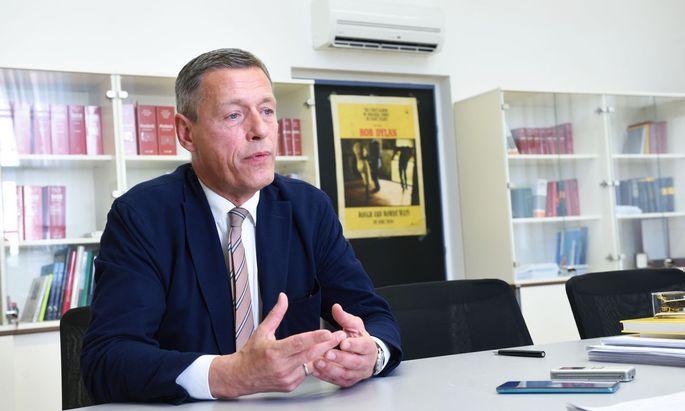Das brisante Ermittlungsverfahren läuft gegen zwei Personen: gegen den früheren Justizminister und Vizekanzler Wolfgang Brandstetter und gegen den Sektionschef im Justizministerium Christian Pilnacek (im Bild).