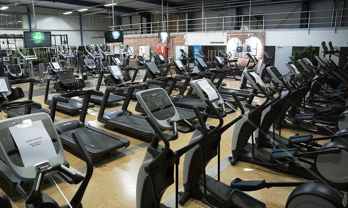 McFit Fitnessstudio in Koeln Kalk. Nach sieben Wochen Stillstand aufgrung der Corona-Einschraenkungen duerfen Fitnessstudi