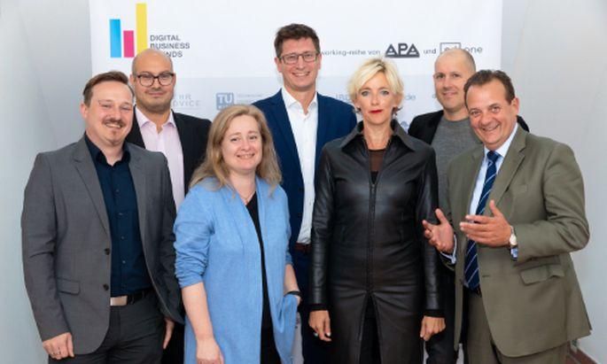 Im Bild v.l.n.r.: Florian Cech (Centre for Informatics and Society (C!S), TU Wien), Yussi Pick (Pick & Barth), Lena Doppel-Prix (Cat-x media), Klemens Ganner (APA-DeFacto), Nina Hoppe (HOPPE – Strategia. Politica. Media.), Dieter Zirnig (neuwal) und Thomas Stern (Braintrust)