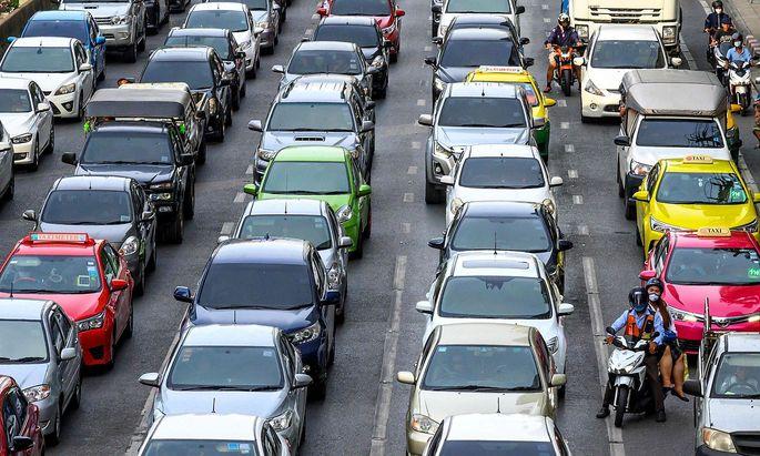 Ein Verkehrsstau, aufgenommen in Thailand.