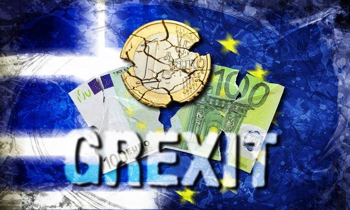 Zerrissener 100 Euro Schein und zerfallene Euromuenze vor Griechenland und EU Fahne Symbolfoto Grex
