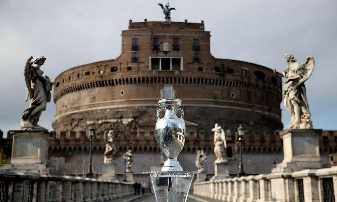 Startschuss zwischen Tiber und Engelsburg: In Rom wird die 16. Fußball-EM eröffnet.