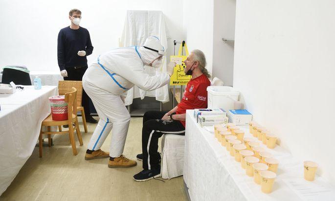 Seit November testet Vinzibett wöchentlich Bewohner, hier im Bild Danchev. Bisher sei keiner der Tests positiv gewesen.