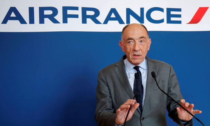 FILE PHOTO: Jean-Marc Janaillac, CEO of Air France-KLM Group, attends a news conference in Paris