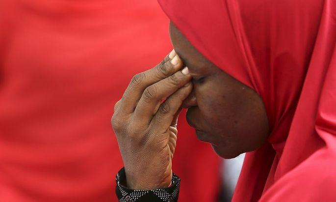 Eine Frau protestiert gegen die Entführung der Mädchen in Nigeria