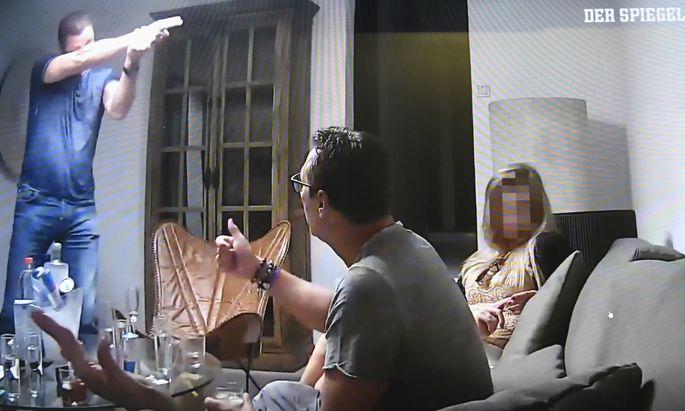 Frühestens im Februar könnte der Produzent des Ibiza-Videos, Julian H., von Berlin nach Österreich gebracht werden.