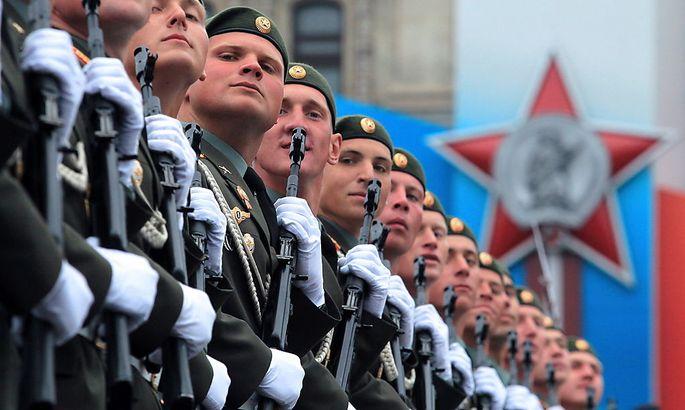 Archivbild: Russische Soldaten bei einer Parade in Moskau.