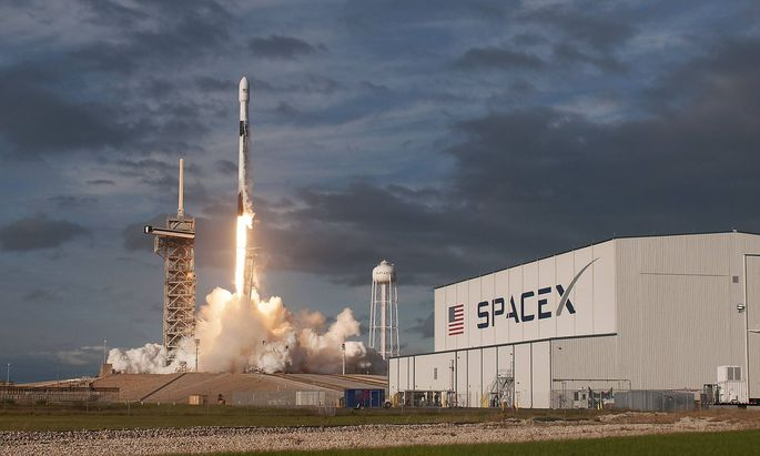 A SpaceX Falcon 9 rocket lifts off at 3 46 PM from Launch Complex 39A at the Kennedy Space Center