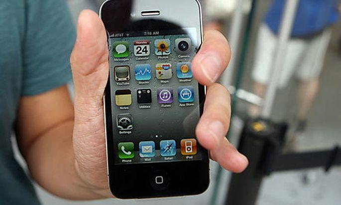 USA ECONOMY APPLE iPHONE 4