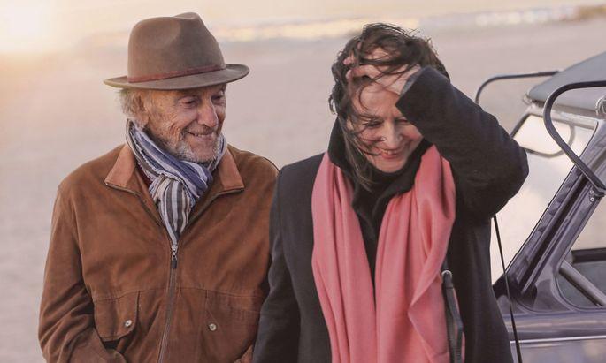 """""""Wollen Sie mit mir abhauen?"""", fragt Jean-Louis im Seniorenheim seine Besucherin Anne; sie tun es auch – doch nur in seinen Träumen: Jean-Louis Trintignant (89) und Anouk Aimée (88) in """"Die schönsten Jahre eines Lebens""""."""