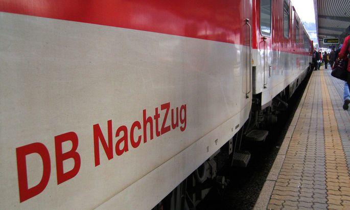 DB Nachtzug am Bahnhof in Innsbruck 2007 McPSTO