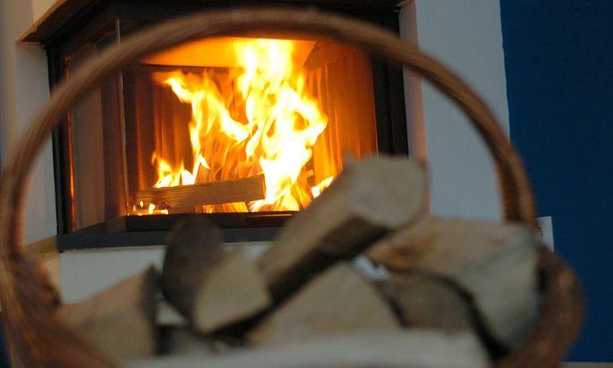Wer mit dem Diesel heimfährt und dann das Kaminfeuer entzündet, begeht das Umweltverbrechen erst zu Hause.