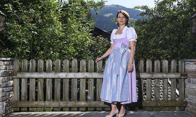 """Karoline Edtstadler beim """"Presse""""-Interview am Rande des Forum Alpbach."""