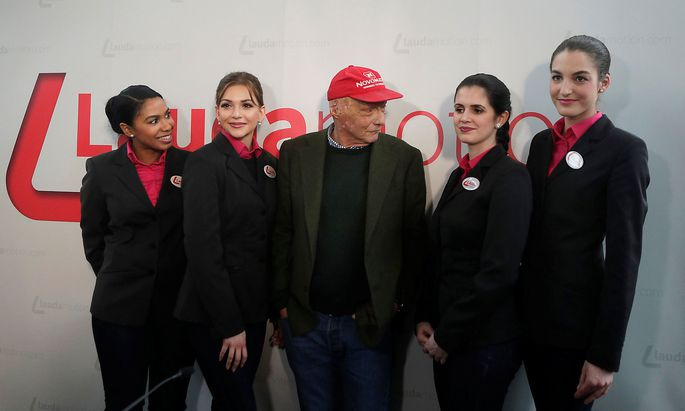 Niki Lauda poses with flight attendants in Vienna