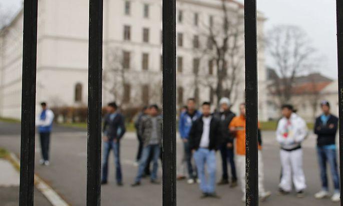 Asylwerber könnten nach sechs Monaten Arbeitserlaubnis bekommen