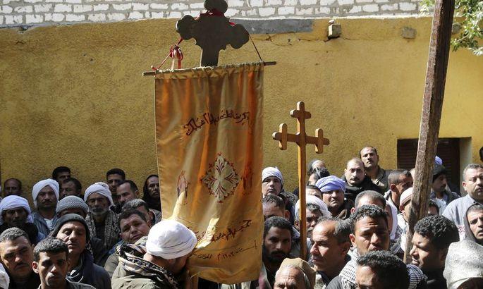 Nach einem IS-Massaker an koptischen Christen in Libyen fliehen tausende Ägypter.