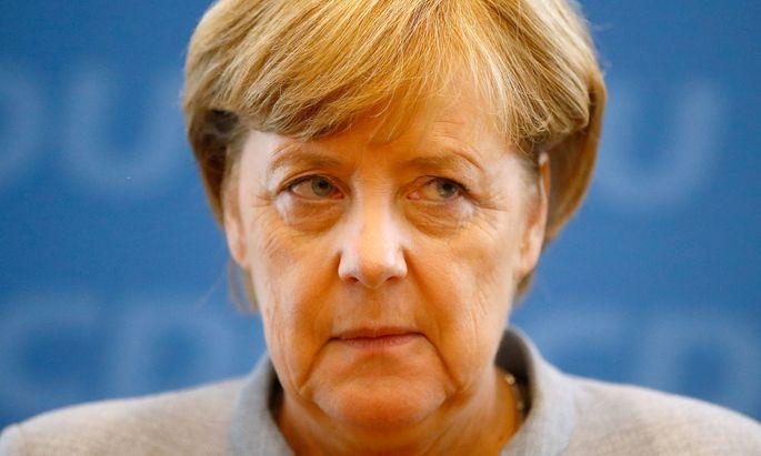 """Merkel gratuliert Kurz. Die politische Lage in Österreich sei aber """"nicht nachahmenswert""""."""