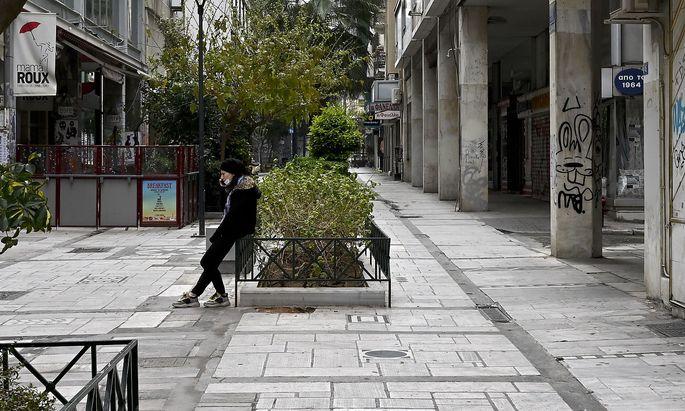 Für überschuldete Hausbesitzer könnte es mit Jahreswechsel eng werden. Im Bild eine Straße in Athen im Frühjahrs-Lockdown.