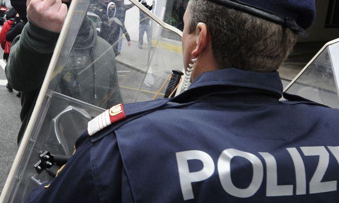 DEMO, Polizei