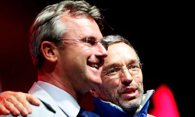 Ein Bild aus vergangenen Zeiten: Nicht mehr ganz so harmonisch war die Stimmung in letzter Zeit zwischen Norbert Hofer und Herbert Kickl wie in 2019.