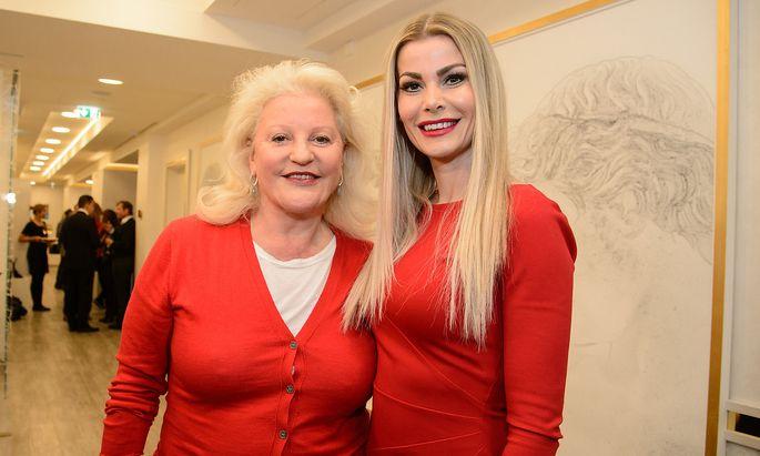 Marika Lichter und Carmen Knor bei der Eröffnung der Privatklinik.
