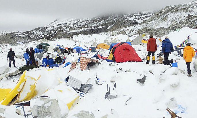 Ein Bild aus dem zerstörten Basislager am Mount Everest.