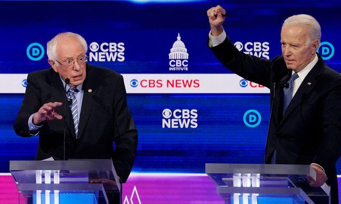 Joe Biden (re) wirft Bernie Sanders vor, in der Vergangenheit als Senator gegen ein schärferes Waffenrecht gestimmt zu haben