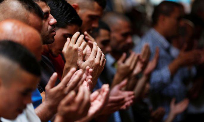 Palästinenser beim Gebet am Tempelberg