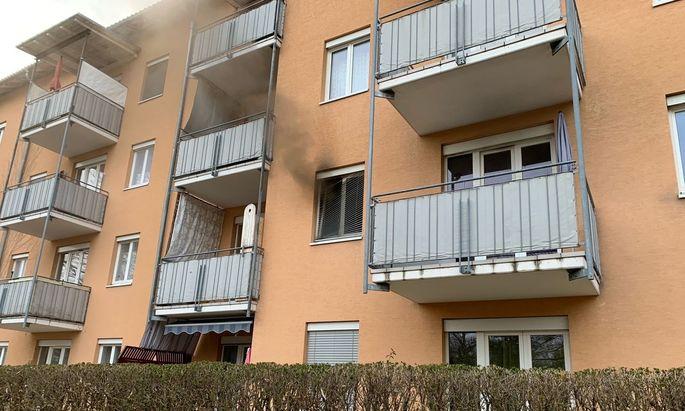 """Ursache des im Schlafzimmer ausgebrochenen Brandes war nach ersten Ermittlungsergebnissen vermutlich """"unsachgemäßer Umgang"""" mit einer Zigarette."""