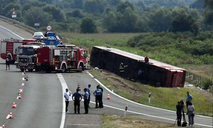 In the bus crash near Slavonski Brod, 10 dead, 45 injured View of the site of a serious traffic accident on the highway