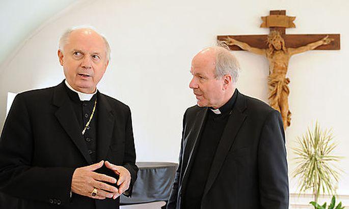 Archivbild: Der Diözesanbischof Egon Kapellari im Gespräch mit Kardinal Christoph Schönborn.