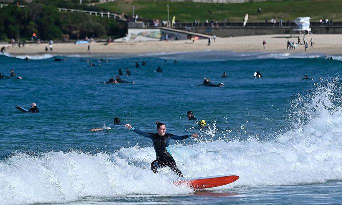 Sport ist trotz Lockdowns in Sydney erlaubt, gemütlich am Strand sitzen ist hingegen auch am Bondi Beach verboten.