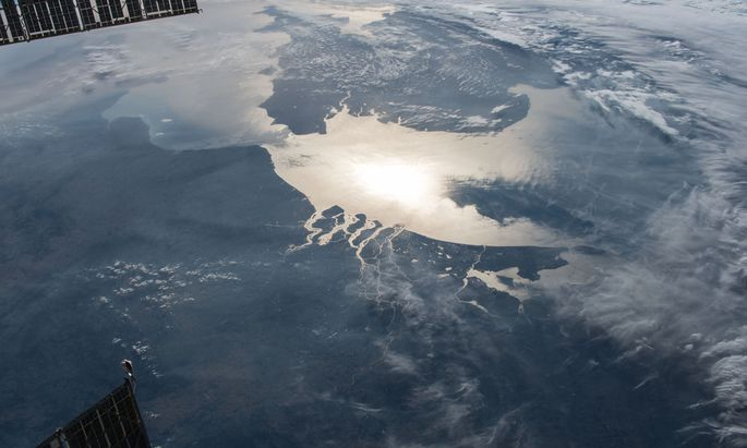 Kontinent und Insel aus der Sicht der Raumstation ISS: An der engsten Stelle, zwischen Calais und Dover, gab es einst eine Landbrücke.