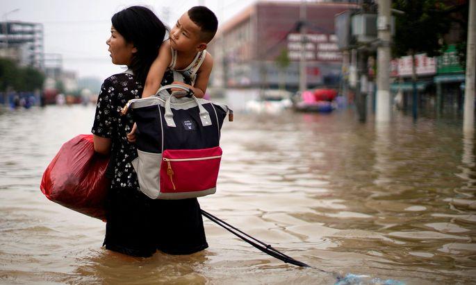"""Mit solch einem """"Jahrtausendregen"""" wären auch andere Städte kaum fertig geworden."""
