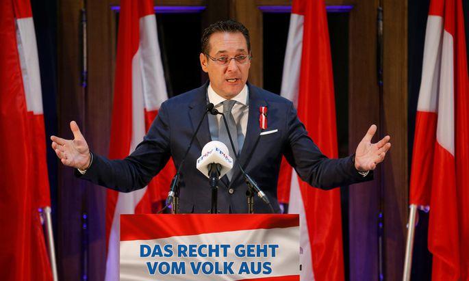 Heinz-Christian Strache bei seiner Rede im Palais Epstein.