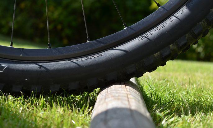 Größere Räder rollen besser über Hindernisse.