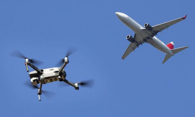 Im Mittelpunkt der Forschung steht die selbstständige Navigation von Drohnen mithilfe an Bord montierter Kameras.