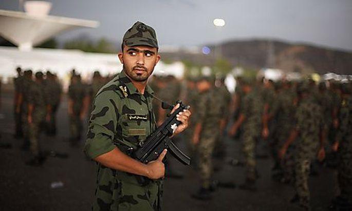 Saudische Truppen bei einer Parade