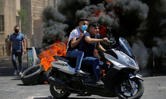 Palästinensische Jugendliche bei Protesten in Hebron.