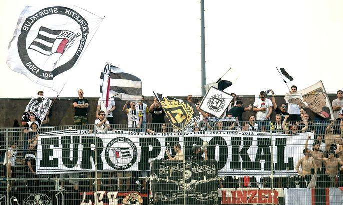 Die Fans des Lask bejubeln den Erfolgslauf der Glasner-Elf. Manch einer träumt sogar von der Champions League.