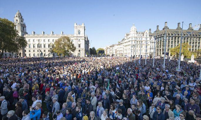 Es war die größte Demonstration seit 15 Jahren: 700.000 Menschen gingen in London auf die Straße und forderten ein neues Brexit-Referendum.