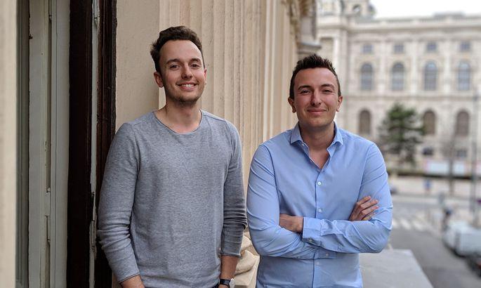 Paul (l.) und Julian Zehetmayr haben 2015 das Unternehmen Apilayer gegründet. Nun hat es der US-Konzern Idera gekauft.